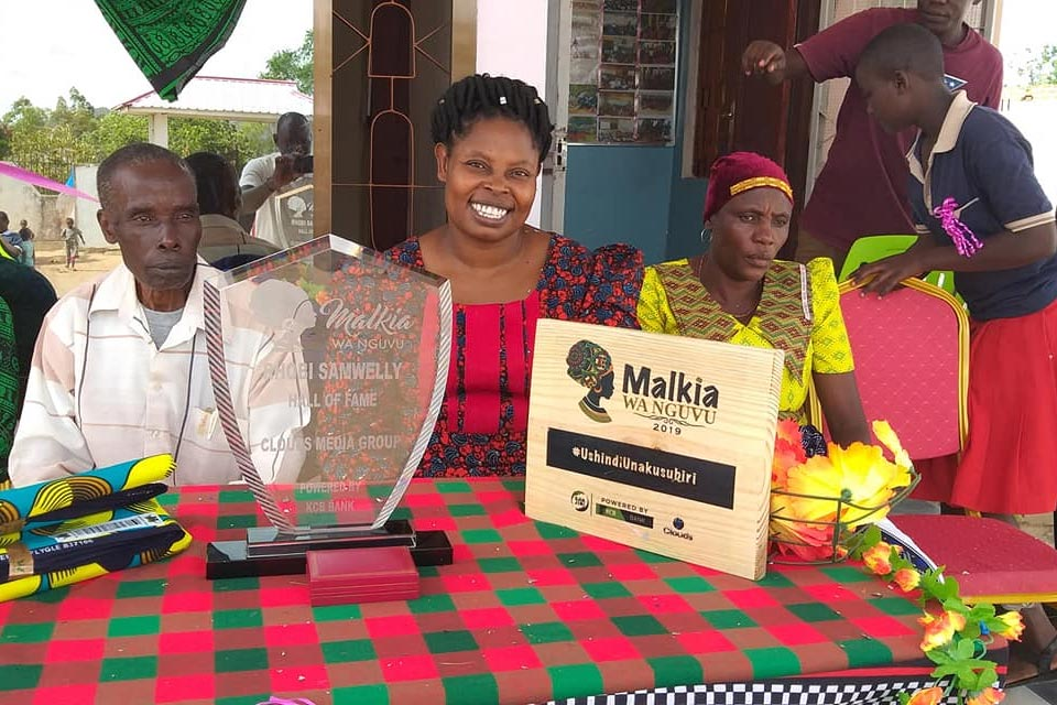 Rhobi Samwelly with Queen of 2019 award